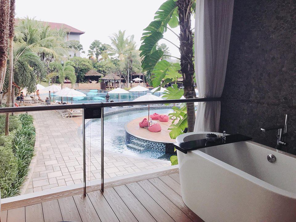 belcony pool side